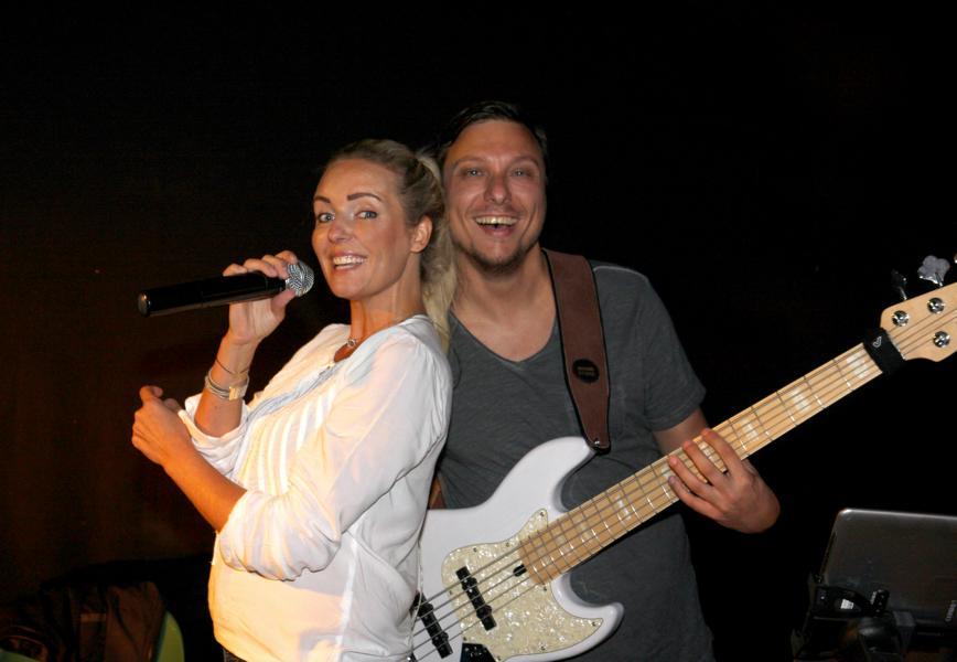 Schützenfest Bökenförde 2016-Elli Ernst und Andreas Kober von der D-Lite Partyband beim Schützenfest Bökenförde-2016