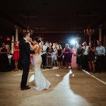 Brautpaar tanzt zur Musik der Hochzeitsband D-Lite.