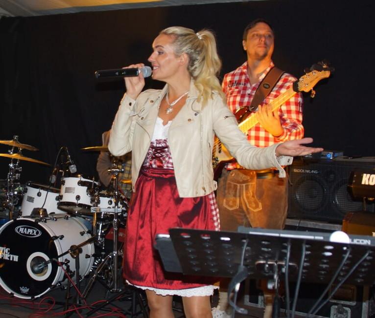 Oktoberfestband-Mia san Mia, die bayrische Variante der D-Lite Partyband mit Elli Ernst, Andreas Kober und Andreas Brückner