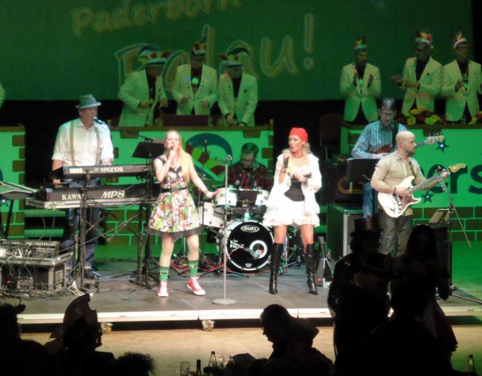 D-Lite Partyband live on Stage bei der Gala-Prunksitzung in der Paderhalle Paderborn