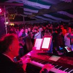 Michael Ernst an den Keyboards der D-Lite Partyband beim Schützenfest Hellinghausen 2017