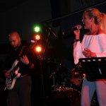Elli Ernst, Sängerin der D-Lite Partyband aus Geseke NRW beim Schützenfest Plettenberg 2017 am Sonntag mit Davide Catalano