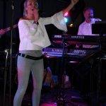 Elli Ernst Sängerin und Michael Ernst, Keyboarder der D-Lite Partyband aus Geseke beim Schützenfest Plettenberg 2017 am Sonntag
