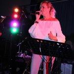 Elli Ernst Sängerin der D-Lite Partyband aus Geseke beim Schützenfest Plettenberg 2017 am Sonntag