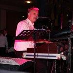 Michael Ernst, Keyboarder der D-Lite Partyband aus Geseke NRW beim Schützenfest Plettenberg 2017 am Sonntag
