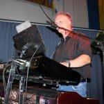 Michael Ernst, Keyboarder der D-Lite Partyband aus Geseke NRW beim Schützenfest Plettenberg 2017 am Samstag