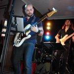 Davide Catalano, Gitarrist der D-Lite Partyband aus Geseke, beim Schützenfest Sieveringen 2017