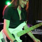 Nico Deppisch, Bassist der D-Lite Partyband aus Geseke, beim Schützenfest Sieveringen 2017