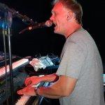 Michael Ernst, Keyboarder der D-Lite Partyband, beim Schützenfest Sieveringen 2017