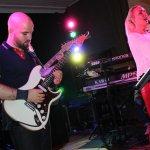 Elli Ernst und Davide Catalano von der D-Lite Partyband beim Schützenfest Sieveringen 2017
