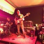 Andreas Kober-Bassist der D-Lite Partyband beim Schützenfest Boke 2017
