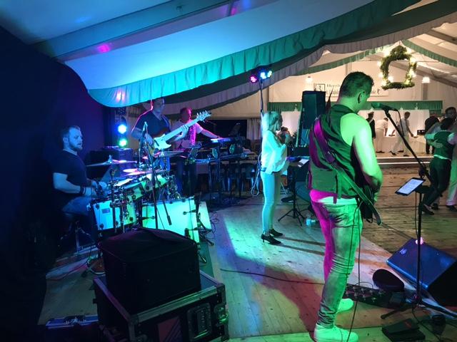 Die D-Lite Partyband aus Geseke beim Schützenfest Boke 2017