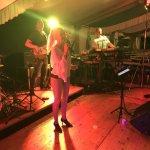 Elli Ernst-Sängerin und Frontfrau der D-Lite Partyband aus Geseke beim Schützenfest Boke 2017